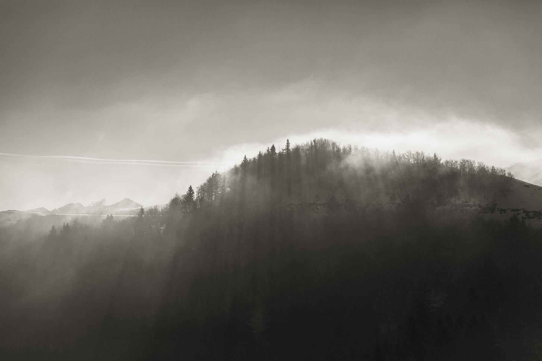 Brume et lumière rasante au dessus d'Issarbe